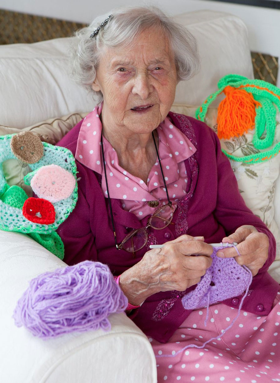 104-year-old-guerrilla-knitter-grace-brett-4