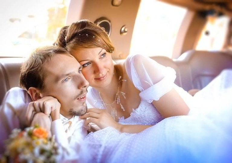 gorgeous-woman-travels-to-marry-crippled-man-1
