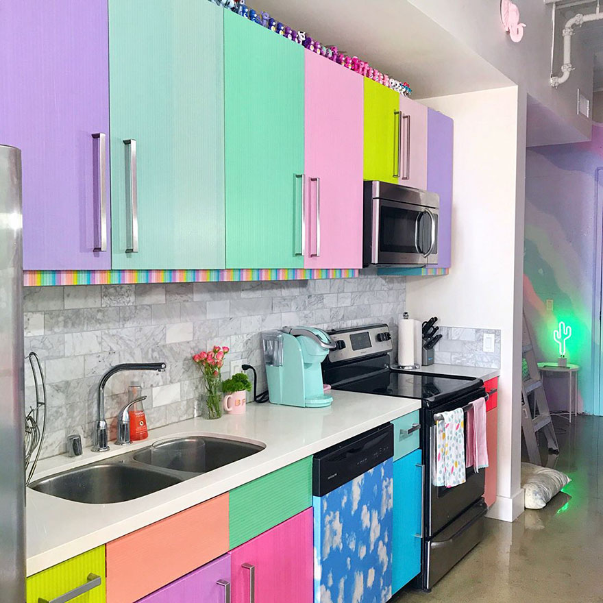 rainbow-colored-apartment-amina-mucciolo-38-59439de552948__880